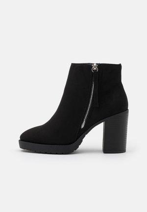 WIDE FIT CAR SIDE ZIP CHUNKY - Kotníkové boty na platformě - black