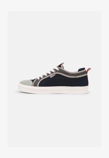 DEN - Trainers - navy/grey