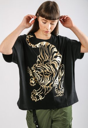 TIGER-GIANT OVERSIZE TOP - Print T-shirt - black