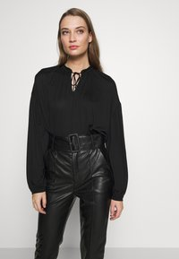 CLOSED - WOMEN´S  - Long sleeved top - black - 0