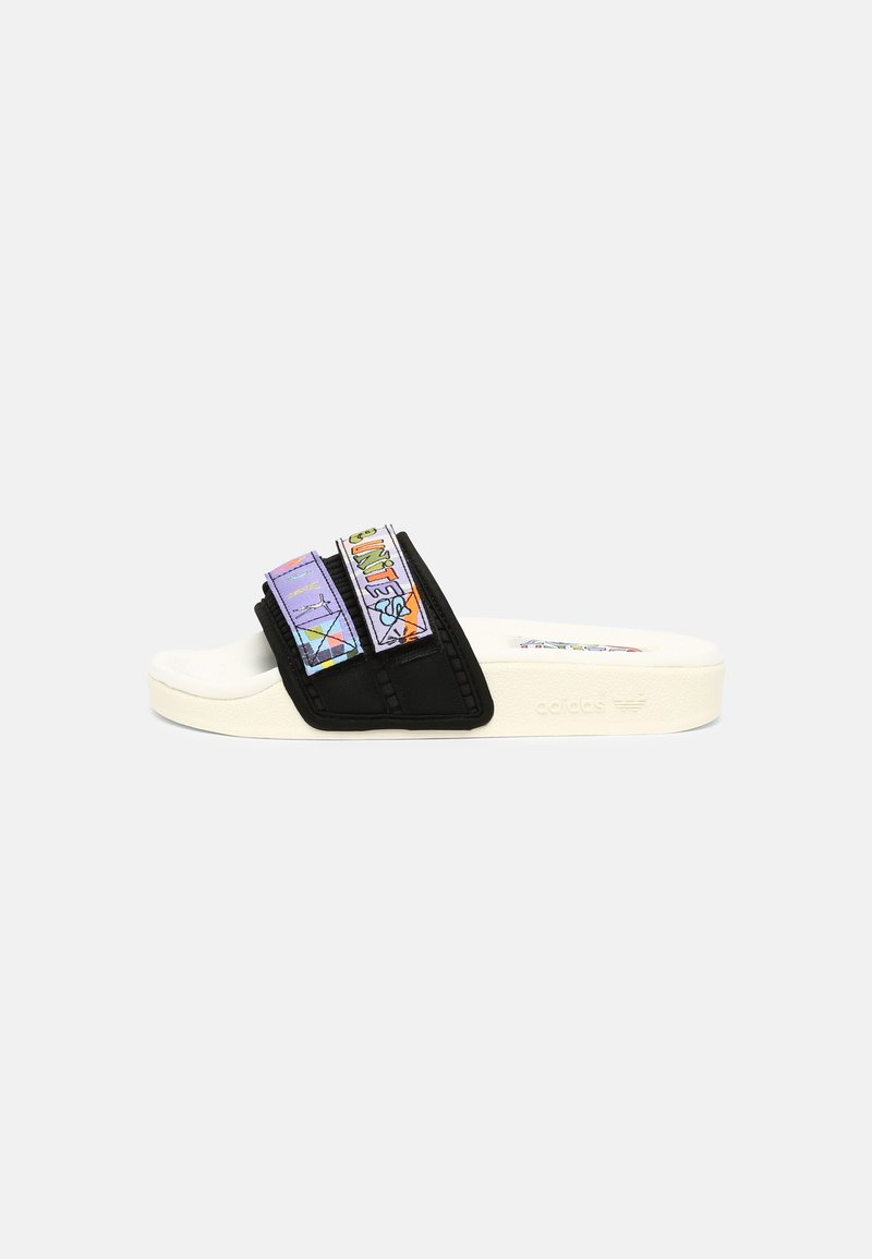 adidas Originals - ADILETTE SANDLE 2.0 PRIDE UNISEX - Matalakantaiset pistokkaat - white