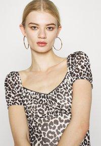 Topshop - NEW MONO LEOPARD MINI DRESS - Shift dress - mono - 3