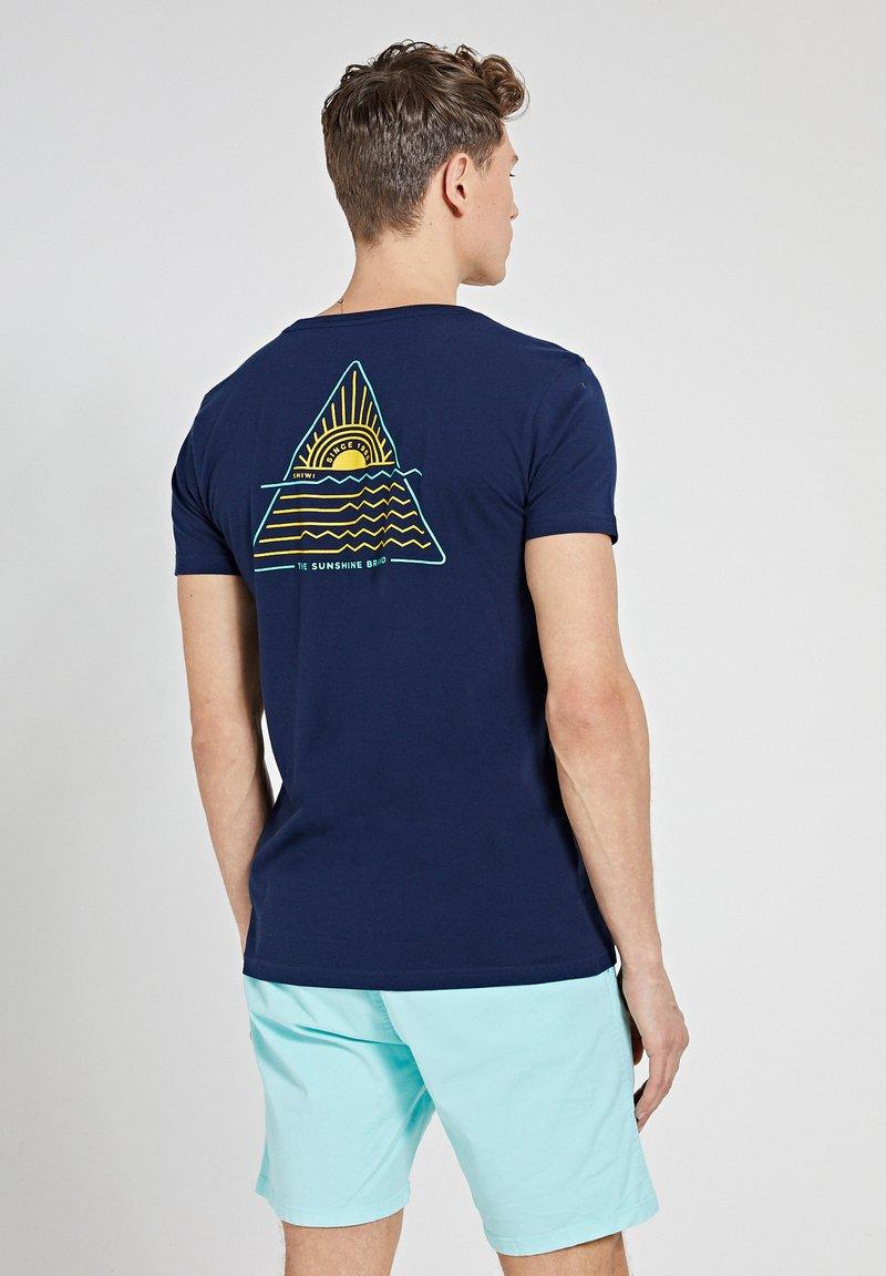 Shiwi - SUNSHINE TRIANGLE - Print T-shirt - dark navy
