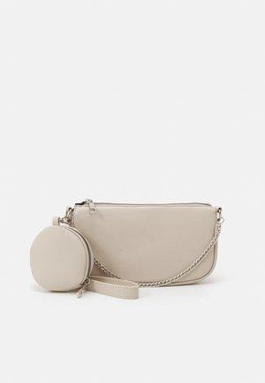 PCJILSANA SHOULDER BAG SET - Handbag - birch / silver