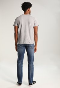 Levi's® - GRAPHIC SET-IN NECK - Printtipaita - midtone grey - 2