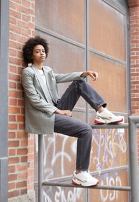 adidas Originals - Sneakersy niskie - chalk white/offwhite/scarlet - 3