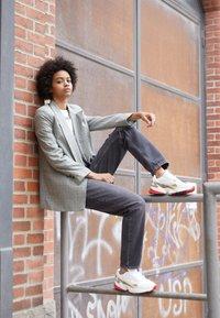 adidas Originals - Sneakers - chalk white/offwhite/scarlet - 3