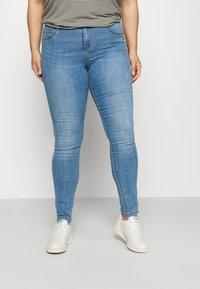 ONLY Carmakoma - CARFLORIA LIFE - Jeans Skinny Fit - light blue denim - 0