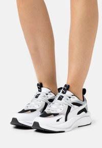 Puma - RS-CURVE GLOW  - Sneakers laag - black/white/silver - 0
