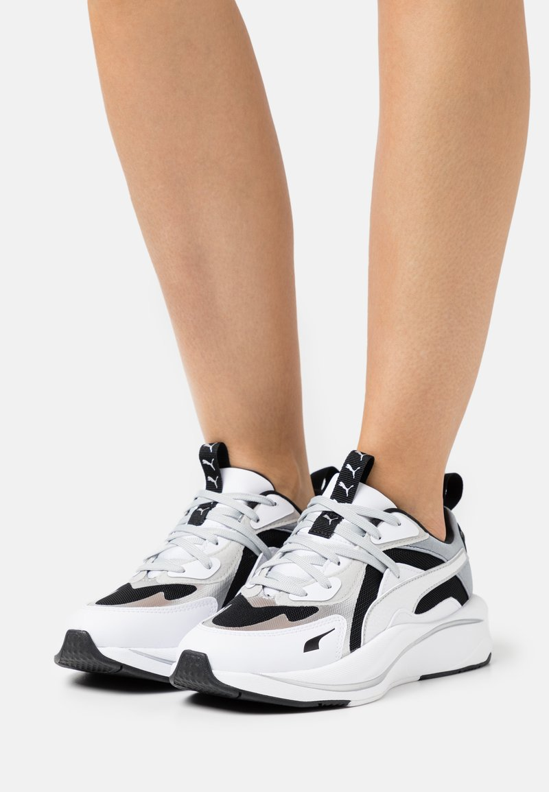 Puma - RS-CURVE GLOW  - Sneakers laag - black/white/silver