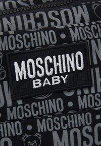 MOSCHINO - BABY CHANGING BAG - Across body bag - black - 5