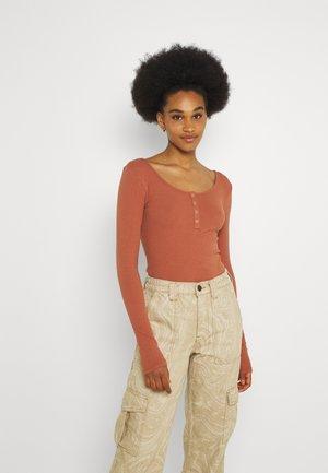 PCKITTE - T-shirt à manches longues - copper brown