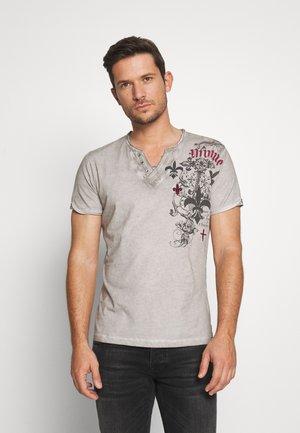 KNIGHT BUTTON - Print T-shirt - anthra