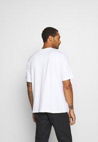 Hummel Hive - BEACH BREAK - T-shirts - white - 2