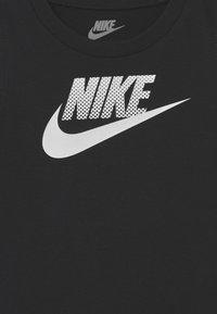 Nike Sportswear - MUSCLE SET - Top - carbon heather - 3