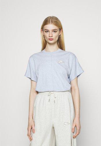 EARTH DAY - Camiseta estampada - light armory blue/heather white