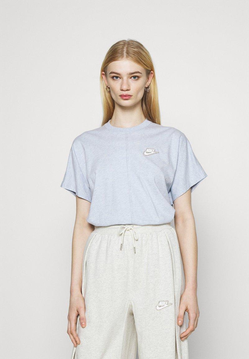 Nike Sportswear - EARTH DAY - Print T-shirt - light armory blue/heather white