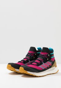 adidas Performance - TERREX FREE HIKER - Trekingové boty - berry/core black - 2