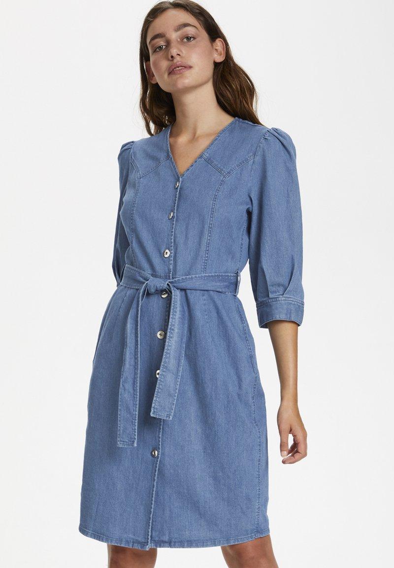 Soaked in Luxury - SLTINATIN - Denim dress - classic blue denim
