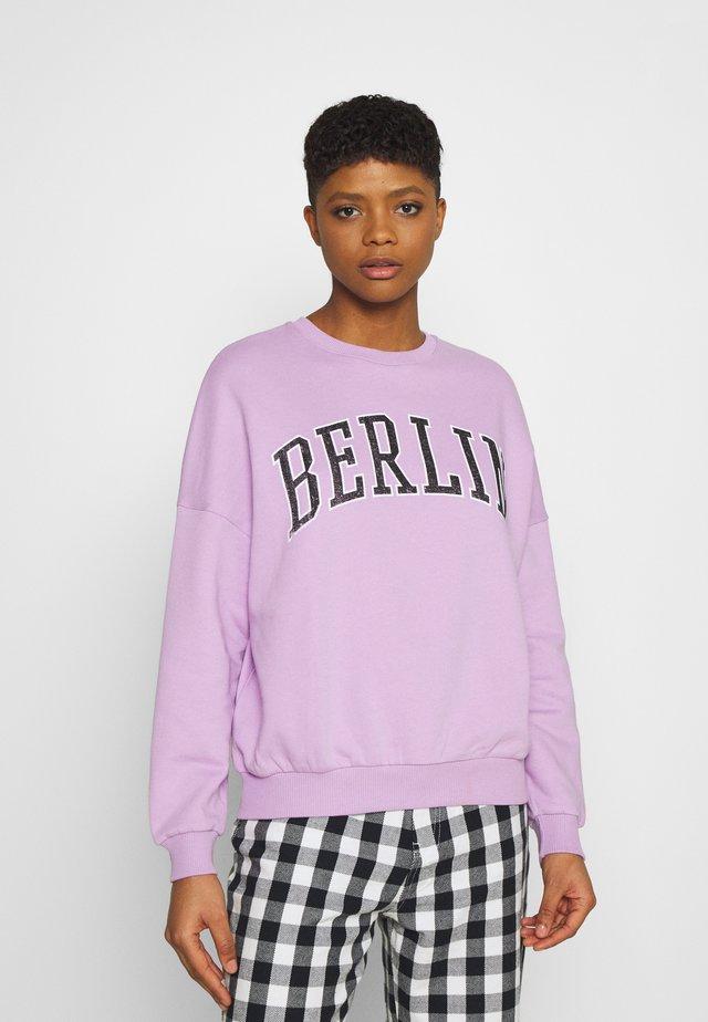 Printed Crew Neck Sweatshirt - Sweatshirt - lilac