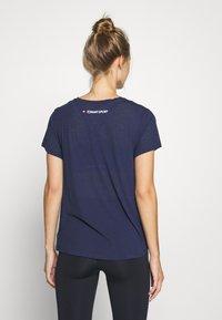 Tommy Hilfiger - PERFORMANCE - T-Shirt print - blue - 2