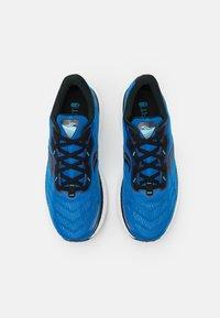 Saucony - TRIUMPH 19 - Neutrální běžecké boty - royal/space - 3