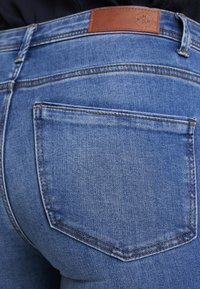 Vero Moda - VMTANYA PIPING - Jeans Skinny Fit - medium blue denim - 5