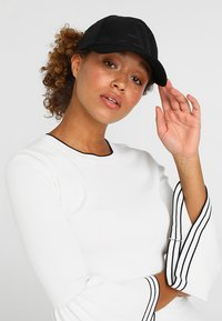 Armani Exchange - MAN'S HAT UNISEX - Casquette - nero - 4