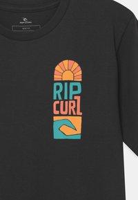 Rip Curl - OCEANZ BOY - T-shirt con stampa - black - 2