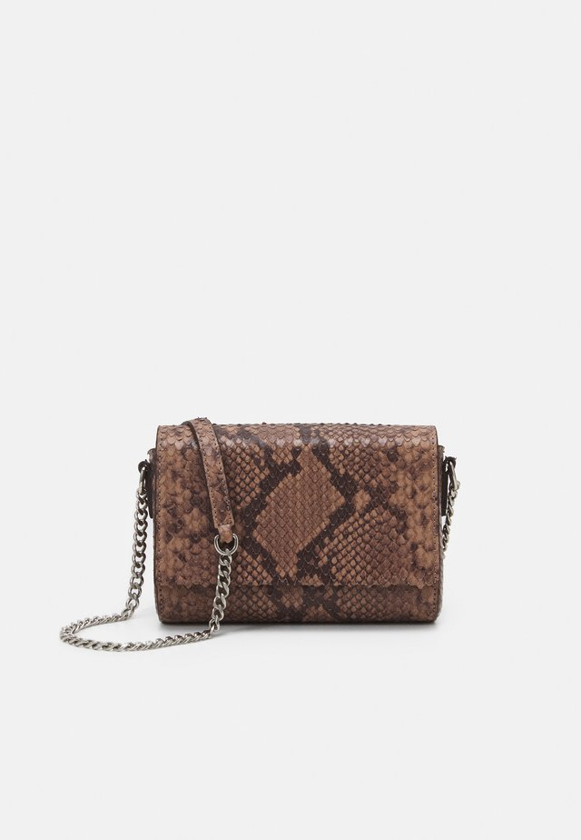 EVELYN CROSS BODY - Axelremsväska - nougat