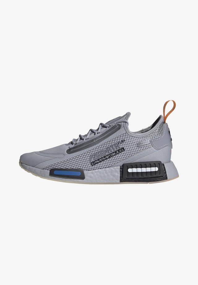 NMD_R1 SPECTOO UNISEX - Sneakersy niskie - halo silver/core black