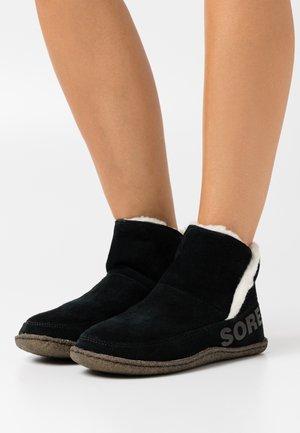 NAKISKA BOOTIE - Støvletter - black