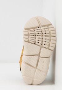 Geox - FLEXYPER BOY ABX - Winter boots - biscuit - 5