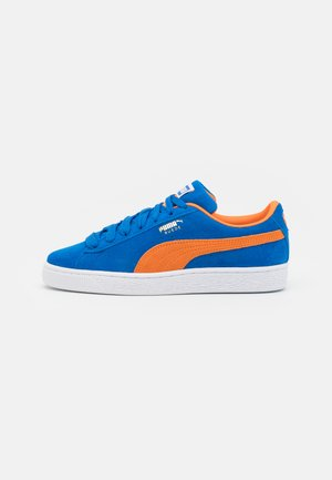 SUEDE TEAMS - Matalavartiset tennarit - royal/vibrant orange