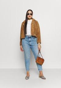 ONLY Carmakoma - CARENEDA LIFE  - Jeans Skinny Fit - light blue denim - 1