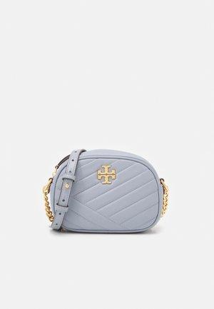 KIRA CHEVRON SMALL CAMERA BAG - Across body bag - cloud blue