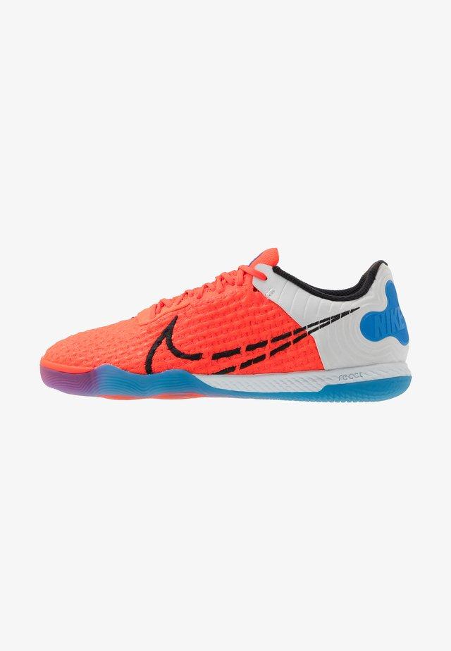 REACTGATO  - Indoor football boots - bright crimson/black/photo blue