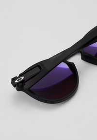 Oakley - LATCH - Sonnenbrille - latch matte black /prizm violet - 4
