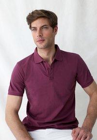 Scalpers - Polo shirt - burgundy - 4