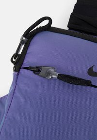 Nike Sportswear - UNISEX - Across body bag - wild berry/black - 4