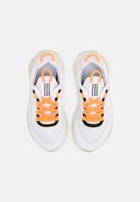 Nike Sportswear - LIVE UNISEX - Sneakers laag - atomic orange/white sail/light armory blue - 3