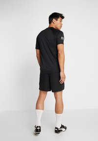 Under Armour - CHALLENGER TRAINING  - T-shirt imprimé - black/white - 2