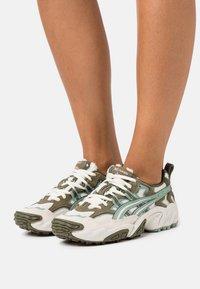 ASICS SportStyle - GEL-NANDI - Sneakers laag - birch/slate grey - 3