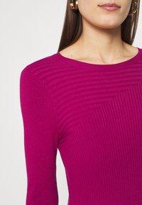 Who What Wear - PANEL DRESS - Jumper dress - magenta - 6