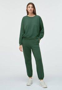 OYSHO - Tracksuit bottoms - green - 1