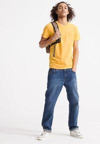 Superdry - VINTAGE CREW - Basic T-shirt - nautical yellow - 1