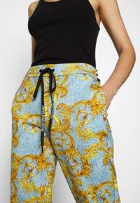 Versace Jeans Couture - Pantalon de survêtement - azzurro scuro - 3