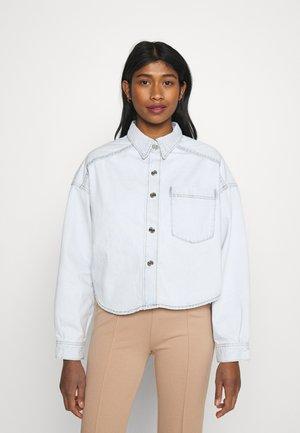 CROPPED SHIRT - Skjorte - pale blue