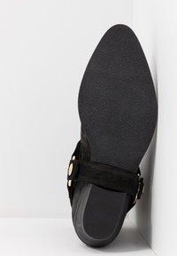 Steve Madden - GALLOW - Cowboy/biker ankle boot - black - 6