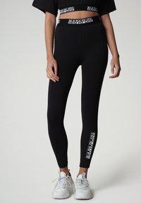 Napapijri - M-BOX LEGGINGS - Leggings - Trousers - black - 0